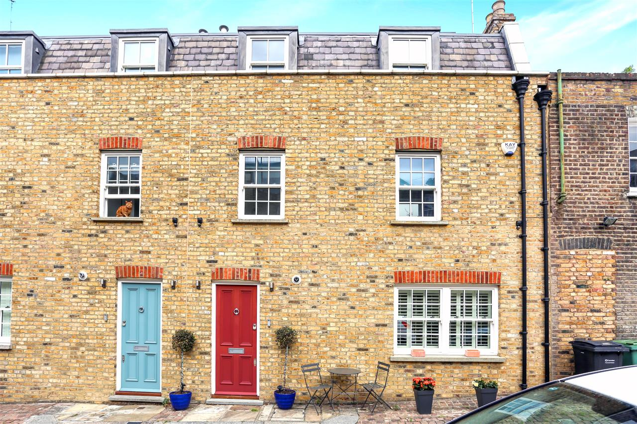 2 bed house to rent in Railey Mews, London, NW5