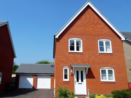 4 bed House for sale on The Pastures, Loves Farm, St Neots