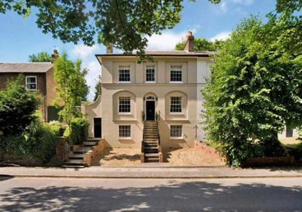 5 bed House to rent in Cricketers Close, London, N14 - Property Image 1