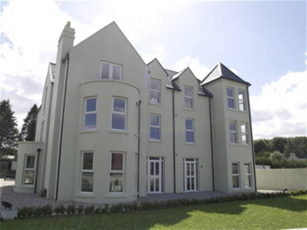3 bed Apartment to rent in Marlborough Court, Wootton Bassett, London, E14 - Property Image 1