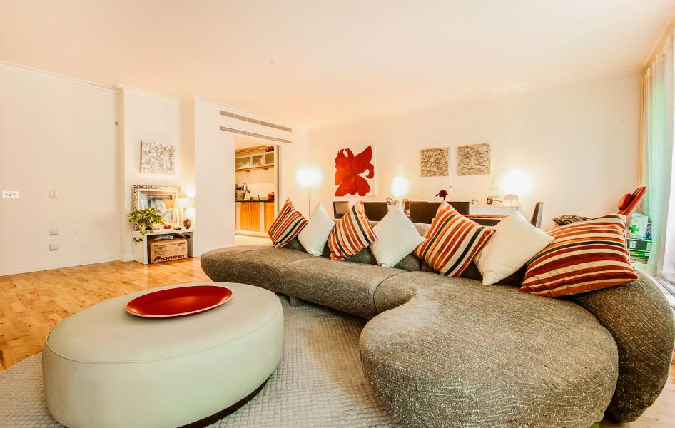 3 bed Apartment to rent in Discovery Dock East, Canary Wharf, E14 - Property Image 1