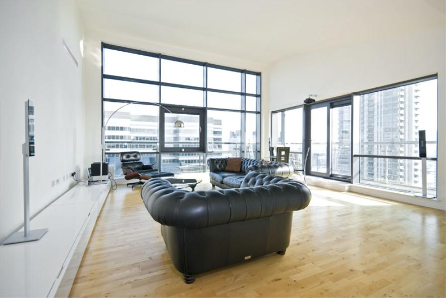 2 bed Apartment to rent in Discovery Dock Apartments, E14 - Property Image 1