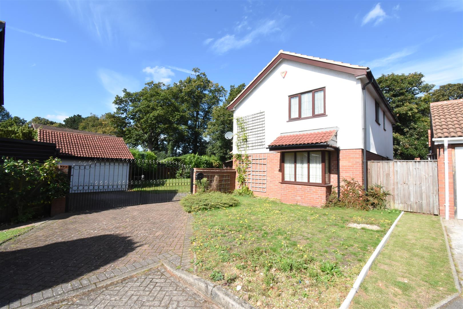 3 bed house for sale in Castle Hills Drive, Castle Bromwich, Birmingham 6
