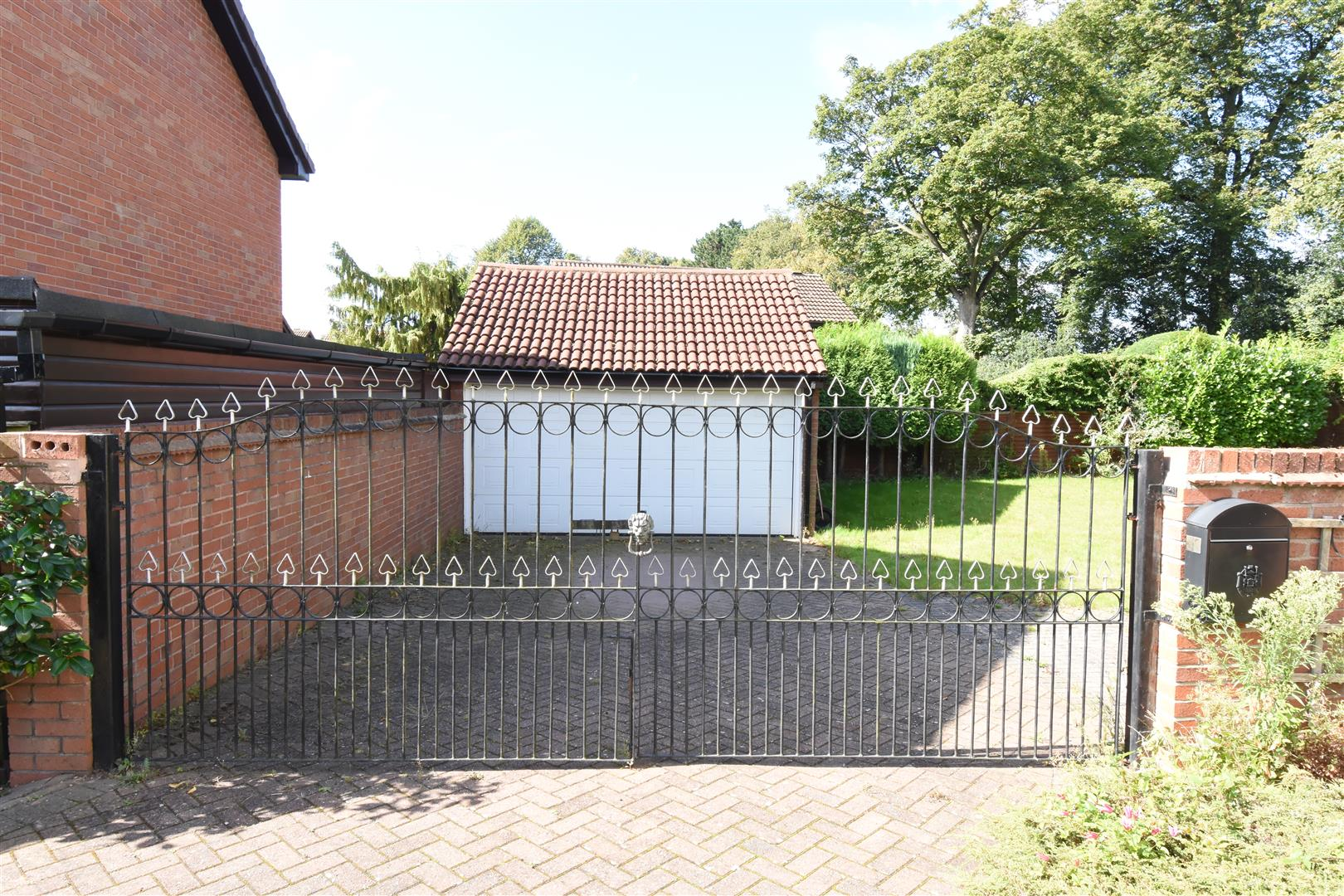 3 bed house for sale in Castle Hills Drive, Castle Bromwich, Birmingham 7