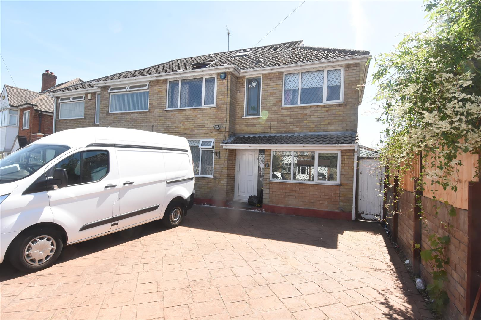 6 bed house for sale in 27 Bucklands End Lane, Hodge Hill, Birmingham, B34, B34