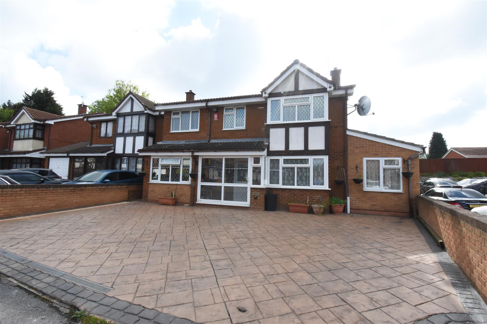 5 bed house for sale in Johnson Close, Hodge Hill, Birmingham, B8