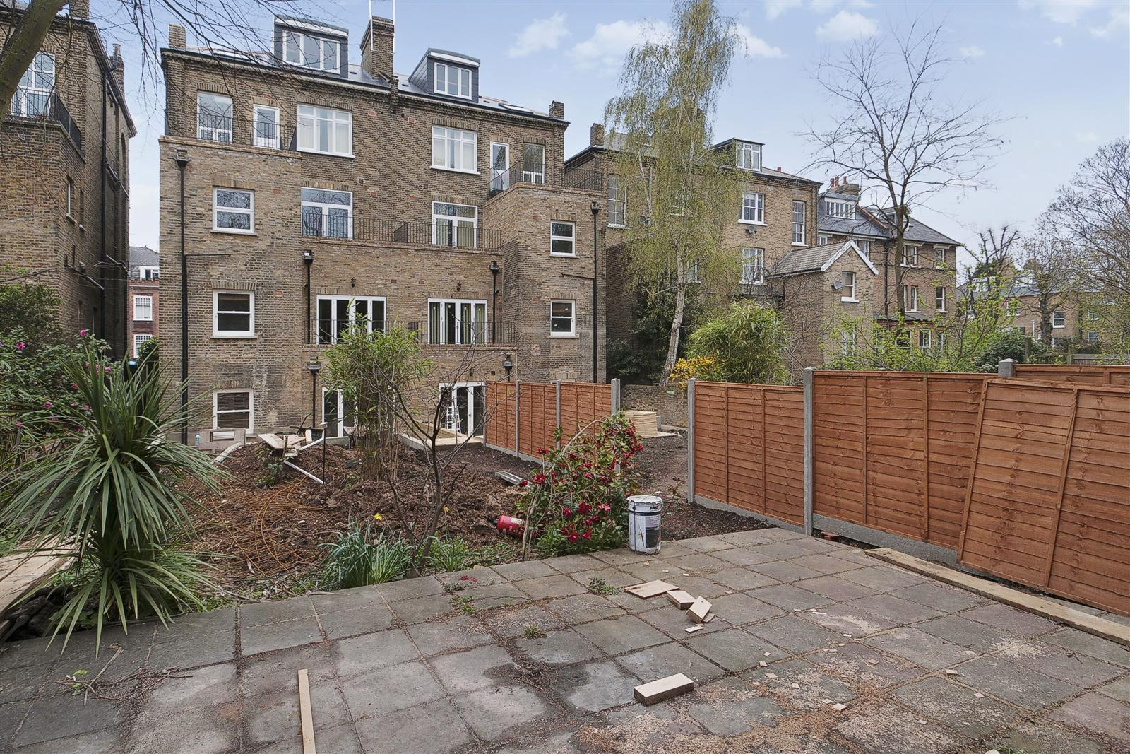 3 bed flat to rent in Anson Road, London, N7