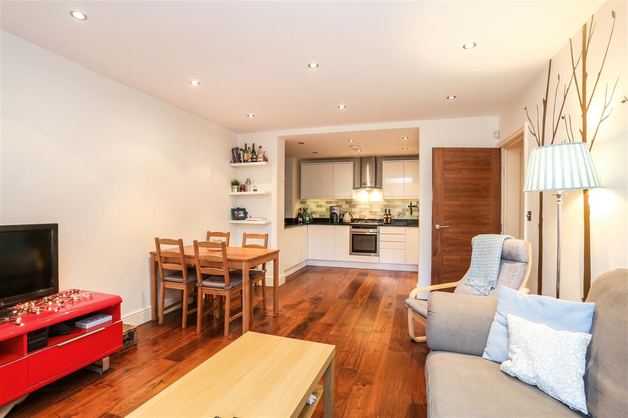 3 bed flat for sale in Carleton Road, London, N7