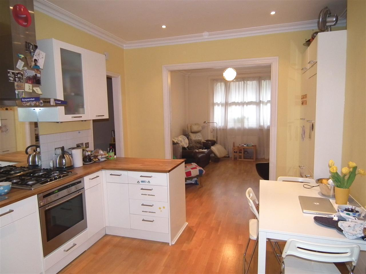2 bed flat to rent in Lady Somerset Road, London, NW5