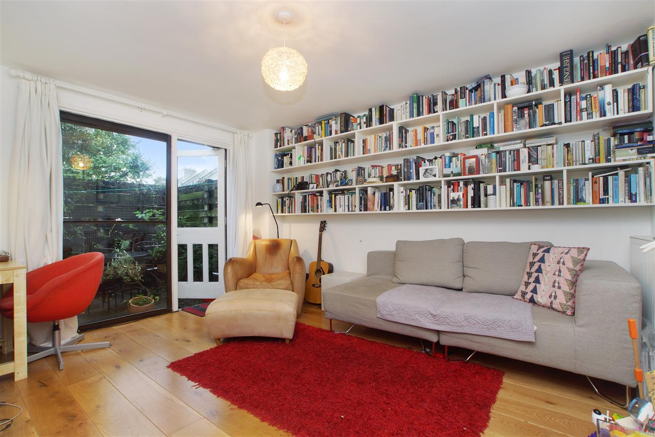 2 bed flat for sale in Manorfield Close, London, N19