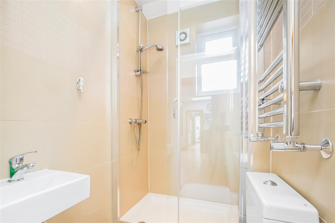 6 bed house for sale in Fairmead Road, London 12
