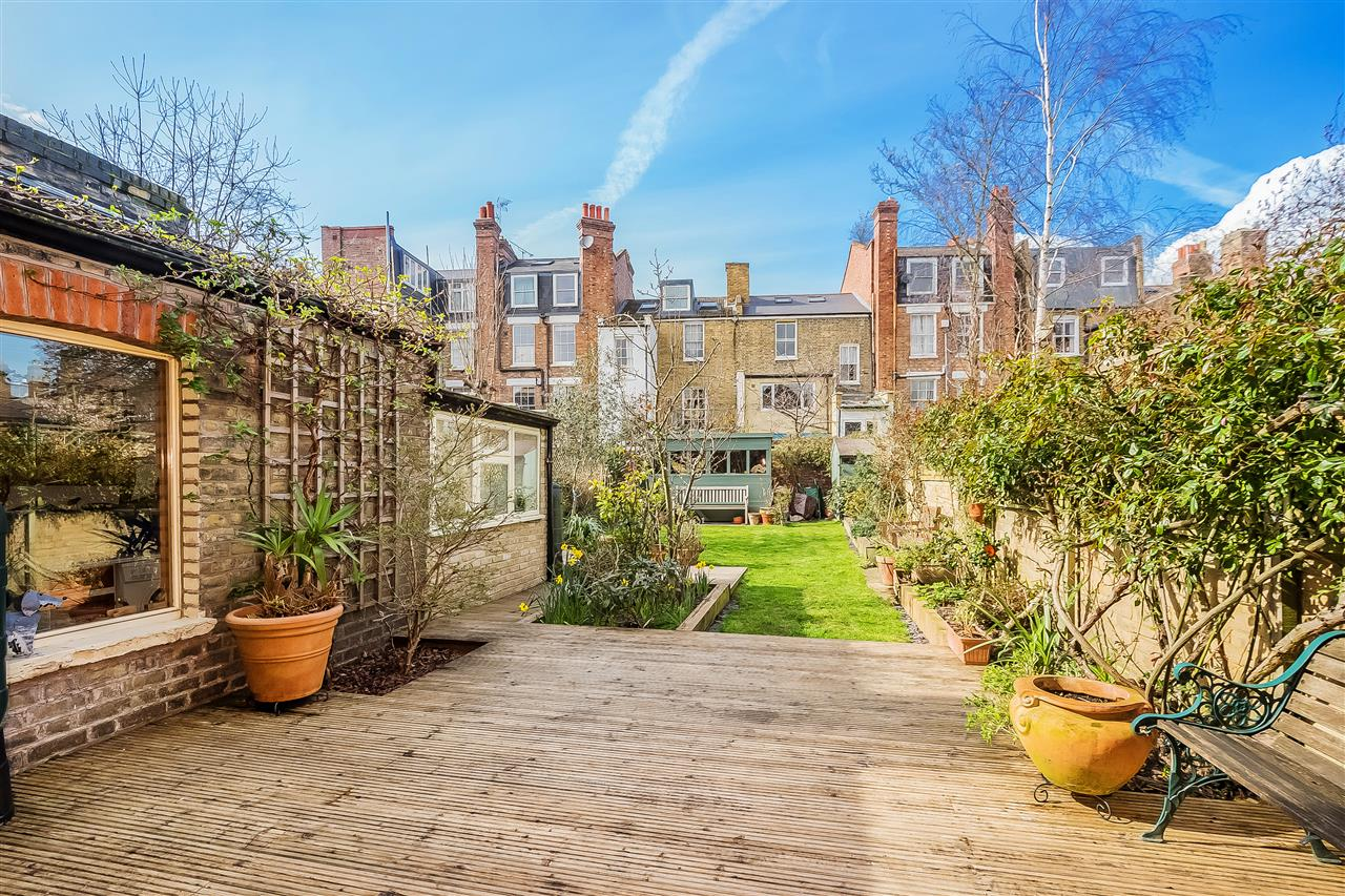 6 bed house for sale in Fairmead Road, London 14