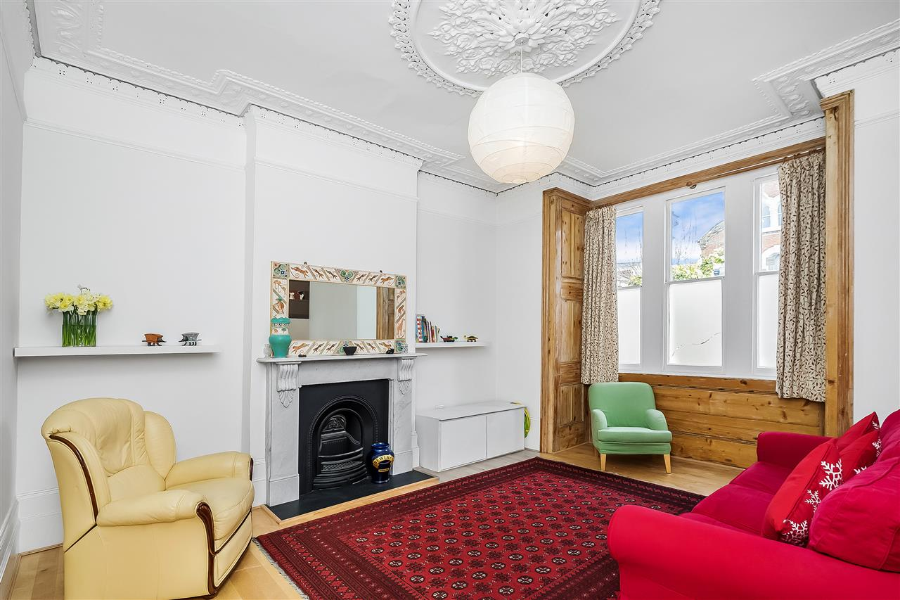 6 bed house for sale in Fairmead Road, London 2