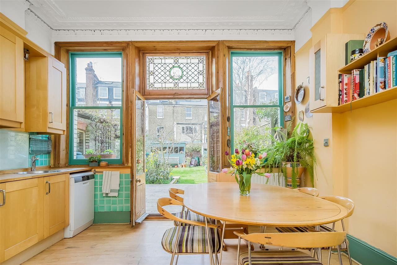 6 bed house for sale in Fairmead Road, London 4