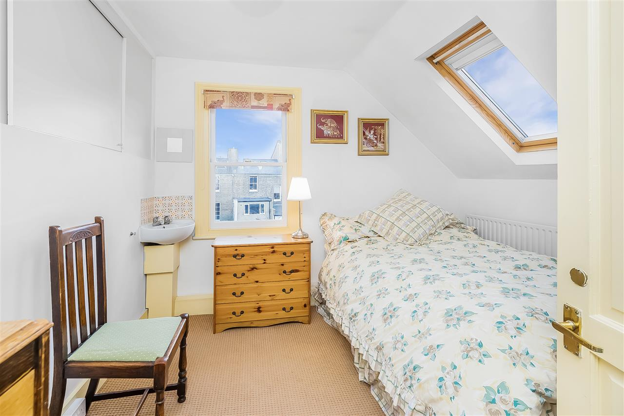 6 bed house for sale in Fairmead Road, London 9