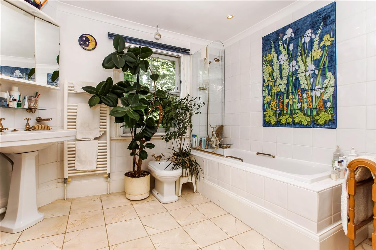 4 bed house for sale in Hugo Road, London 10