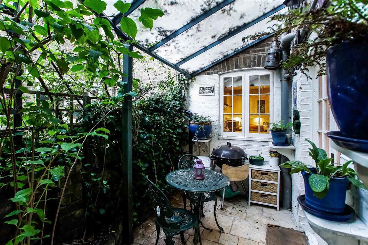 4 bed house for sale in Hugo Road, London 11