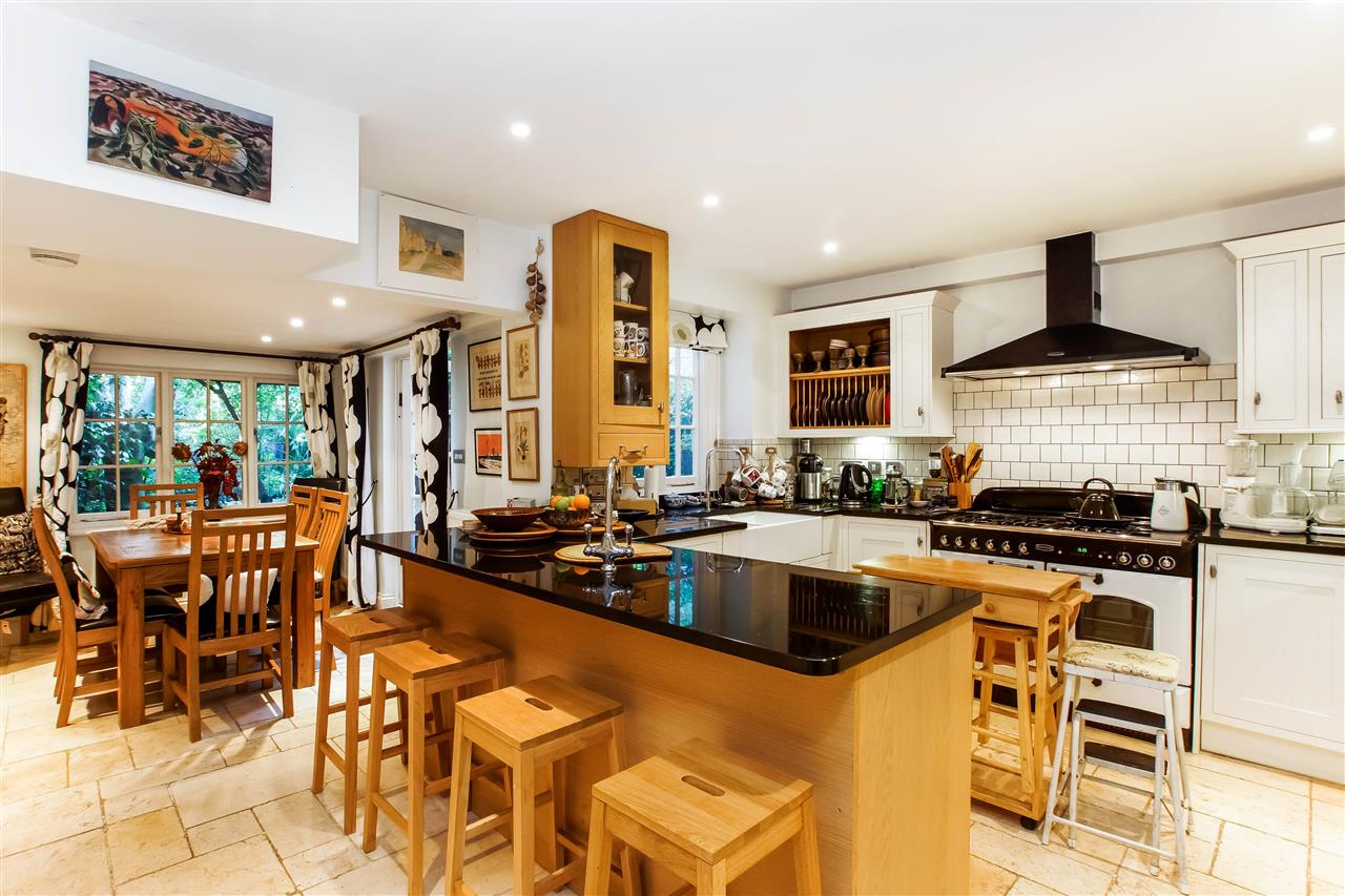 4 bed house for sale in Hugo Road, London 3