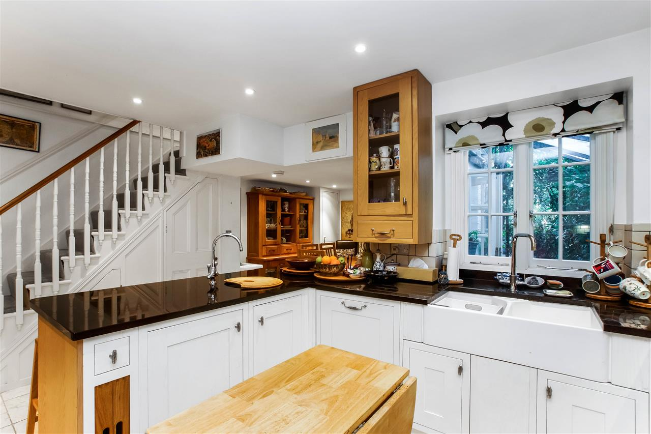 4 bed house for sale in Hugo Road, London 4