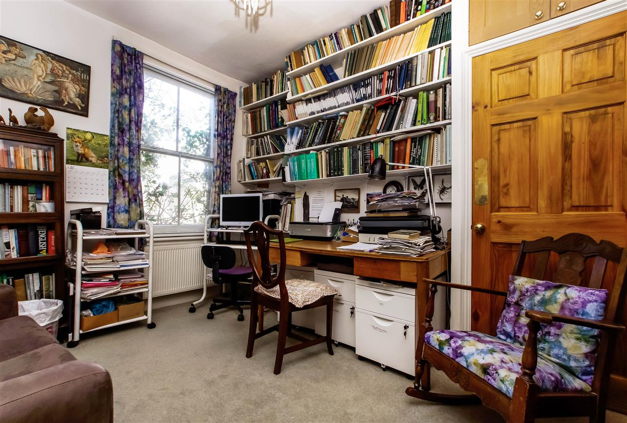 4 bed house for sale in Hugo Road, London 7