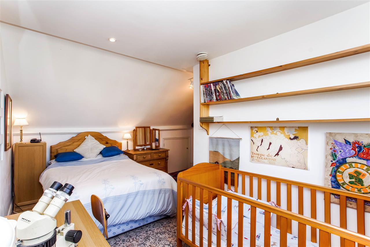 4 bed house for sale in Hugo Road, London 8