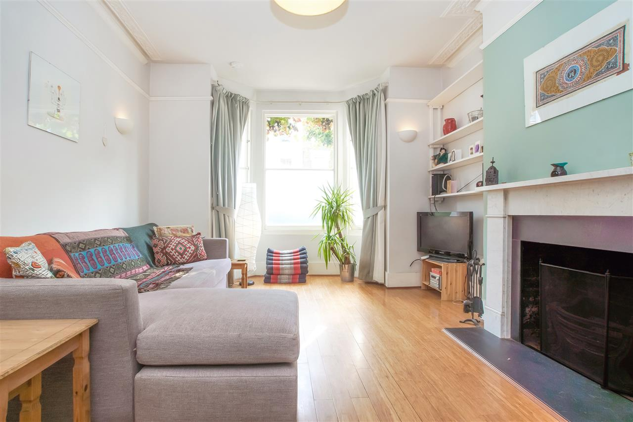 2 bed apartment for sale in Falkland Road, London, NW5