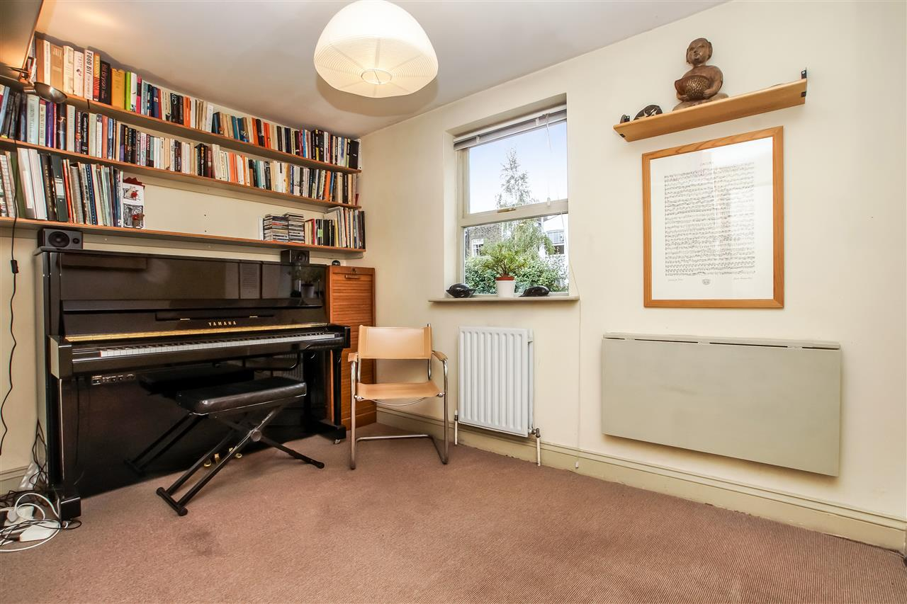 5 bed house for sale in Spencer Rise, London 11