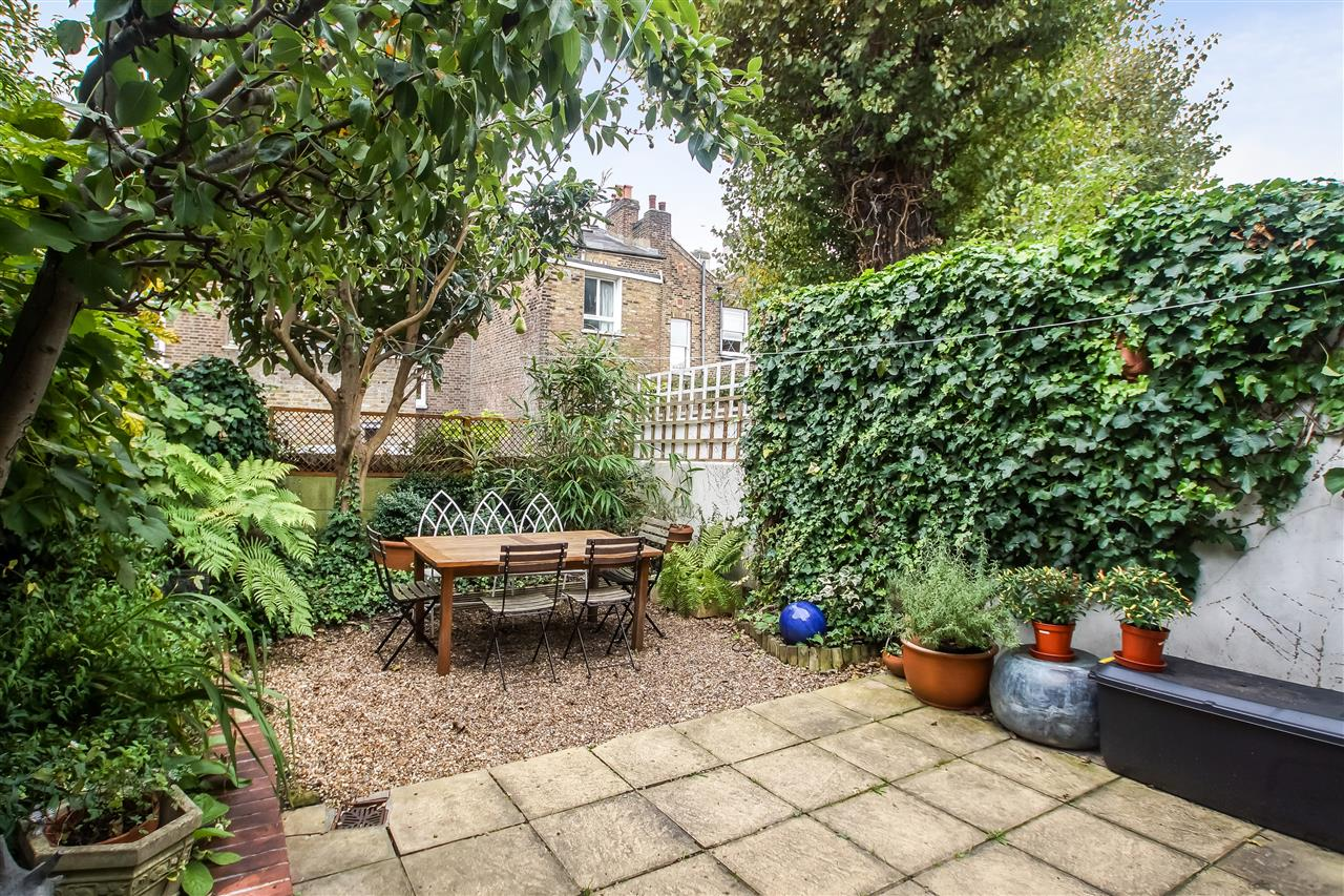 5 bed house for sale in Spencer Rise, London 14