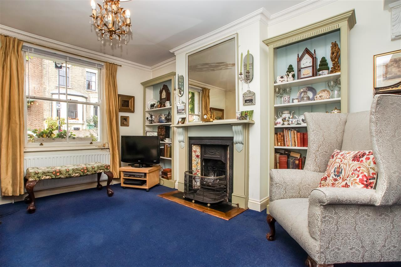 5 bed house for sale in Spencer Rise, London 2