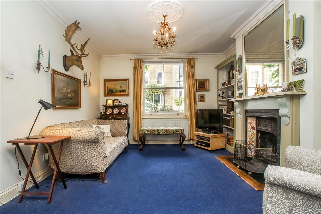 5 bed house for sale in Spencer Rise, London 3