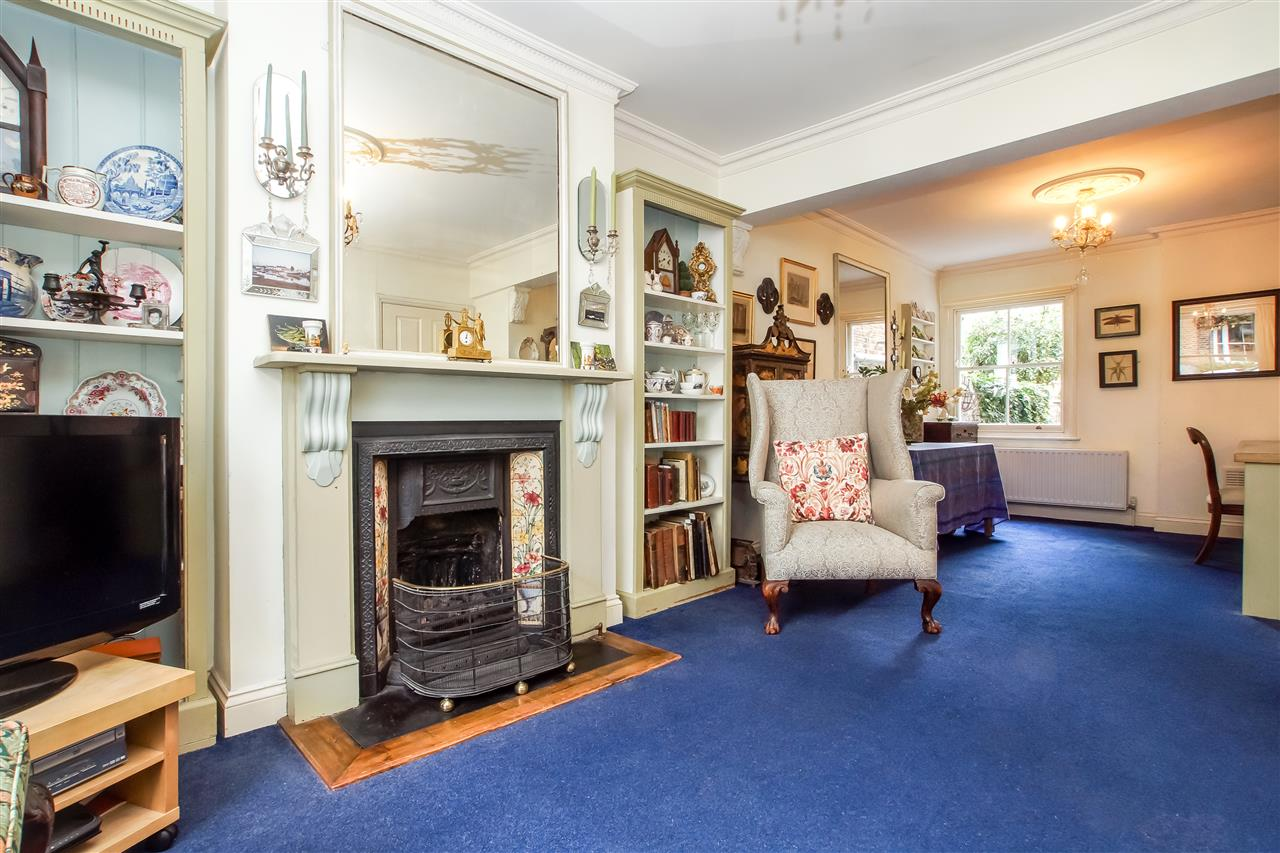 5 bed house for sale in Spencer Rise, London 4