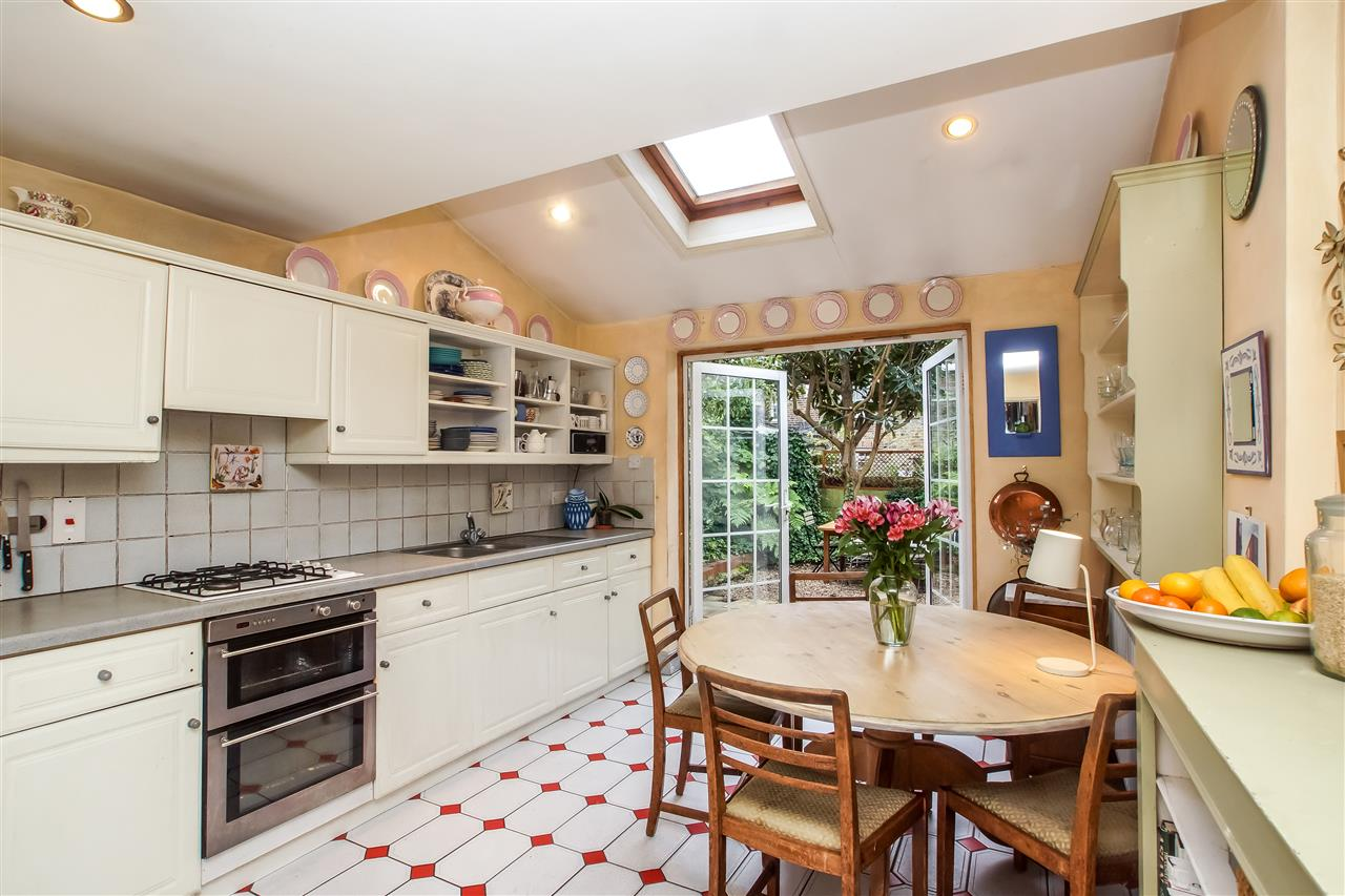 5 bed house for sale in Spencer Rise, London 5