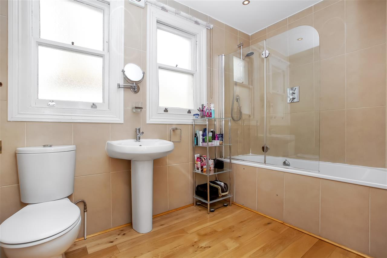 5 bed house for sale in Mercers Road, London 12