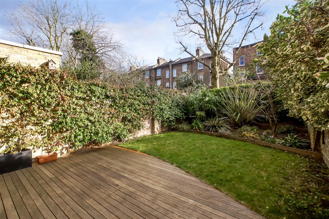 5 bed house for sale in Mercers Road, London 13