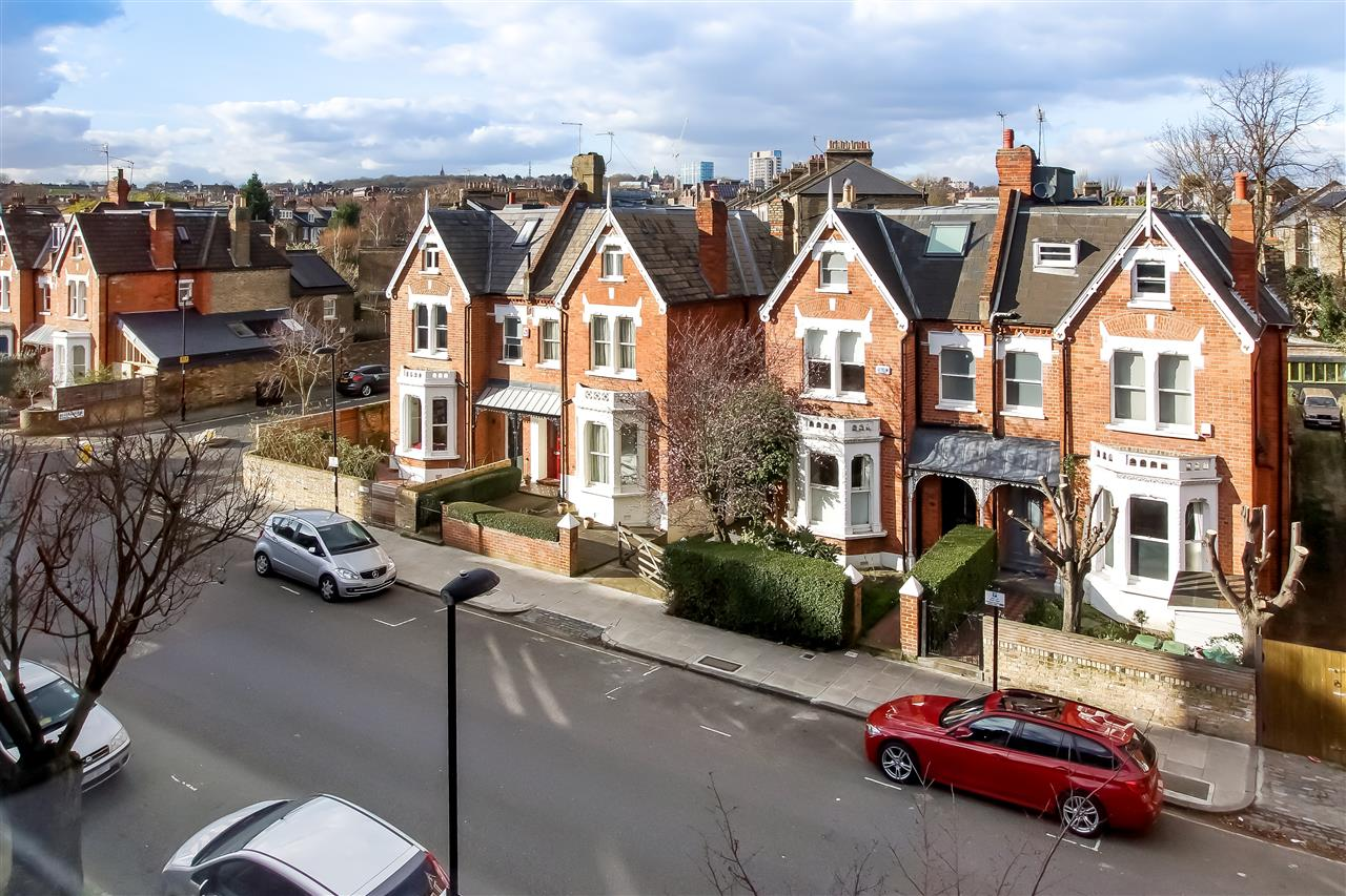 5 bed house for sale in Mercers Road, London 14