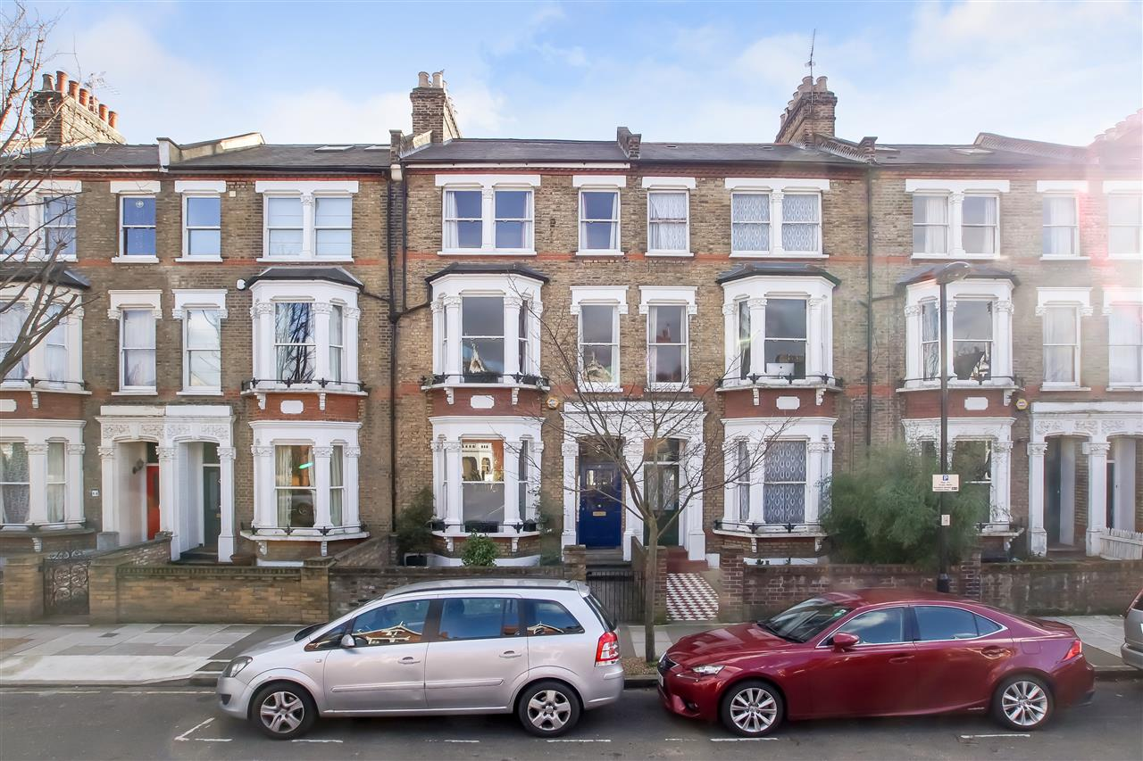 5 bed house for sale in Mercers Road, London 15