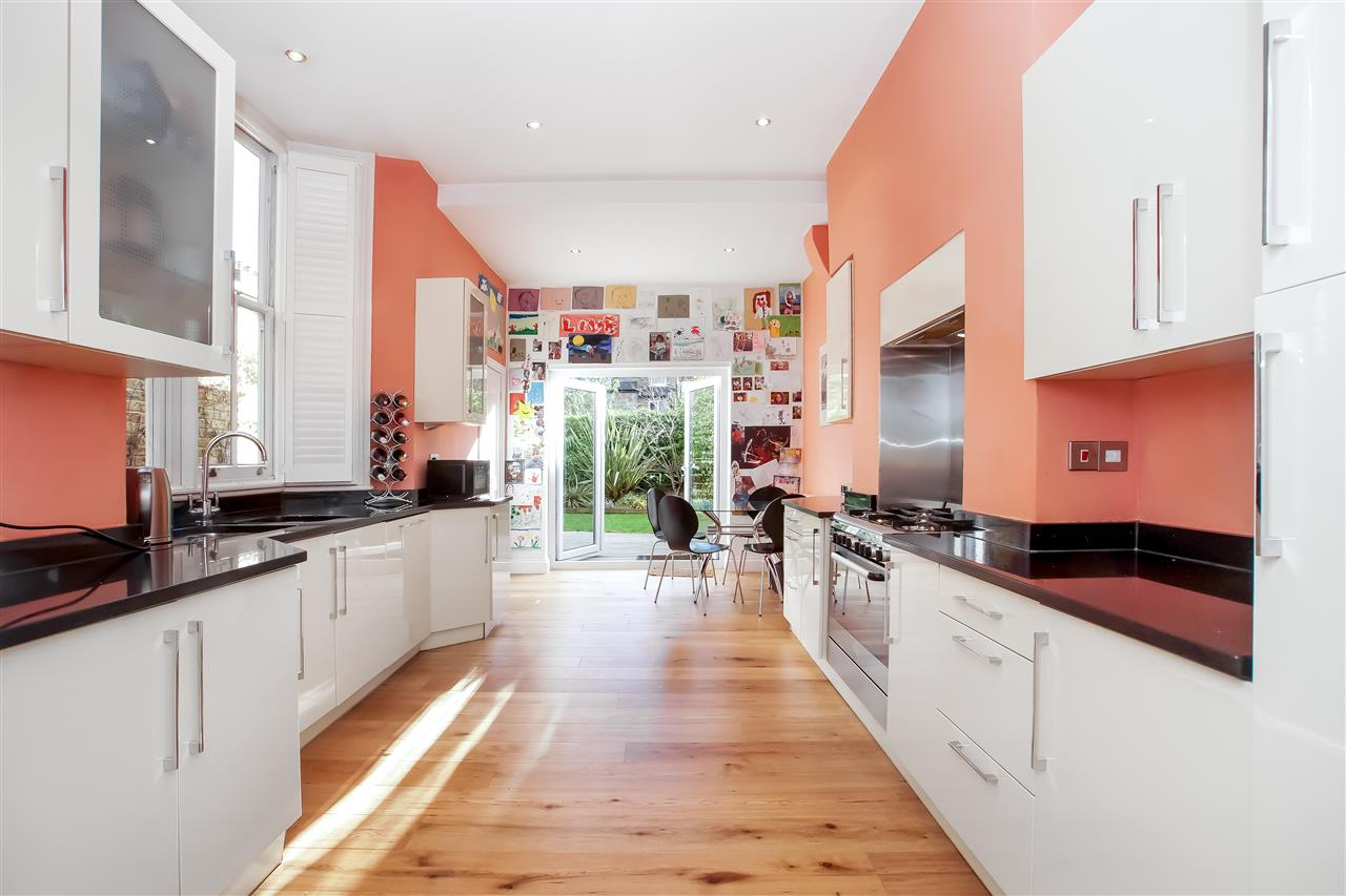 5 bed house for sale in Mercers Road, London 5