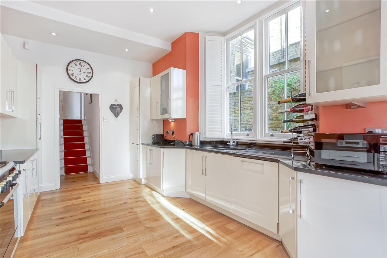 5 bed house for sale in Mercers Road, London 6