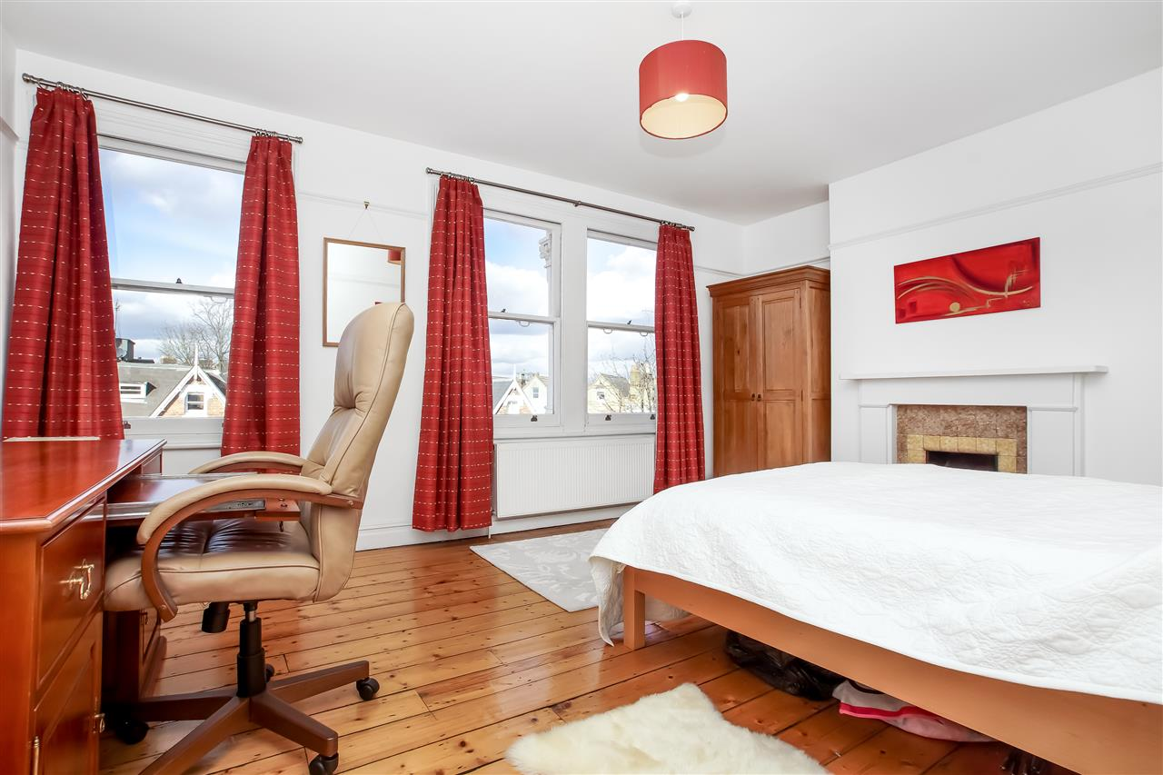5 bed house for sale in Mercers Road, London 8