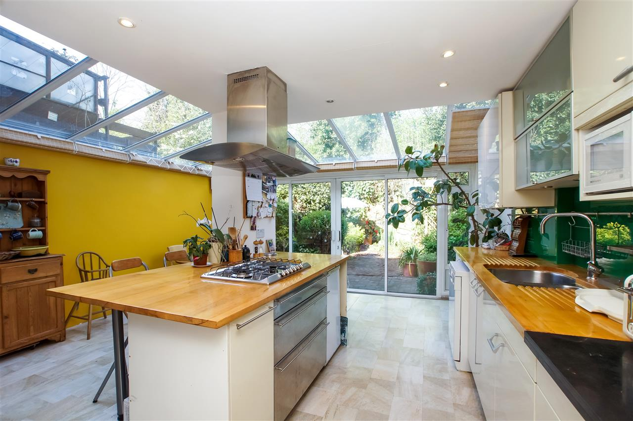 4 bed house for sale in Burghley Road, London, NW5