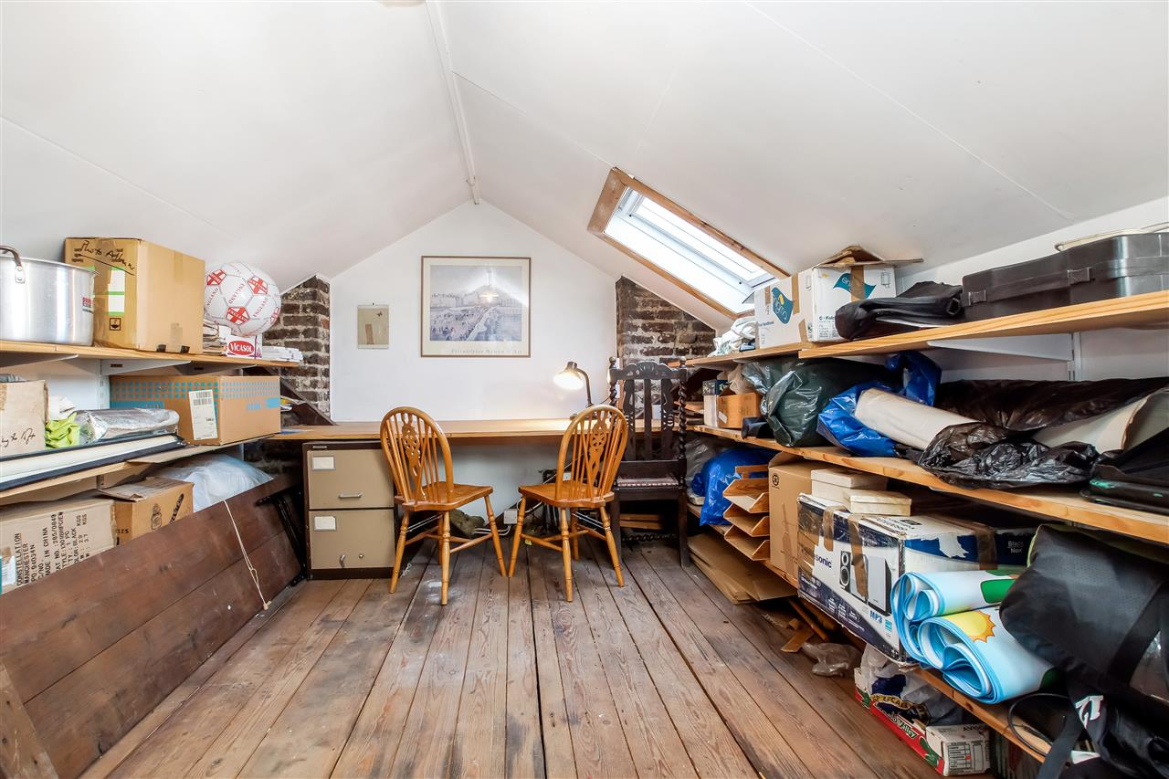 4 bed house for sale in Burghley Road, London 10
