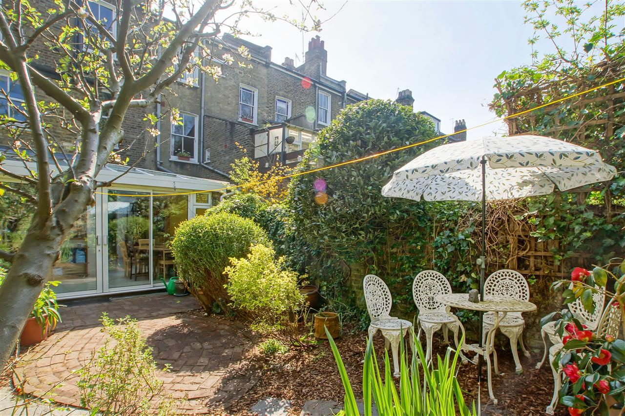4 bed house for sale in Burghley Road, London 12