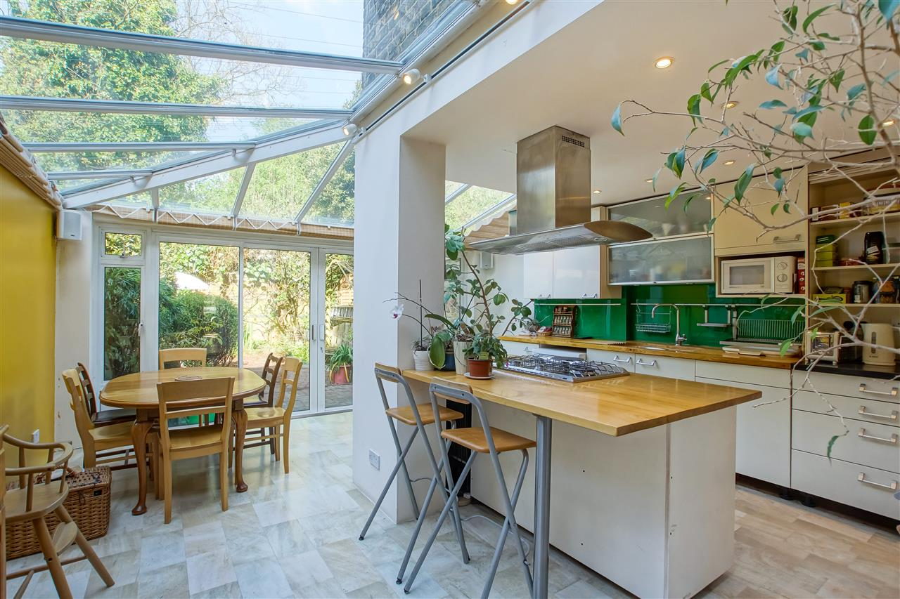 4 bed house for sale in Burghley Road, London 2