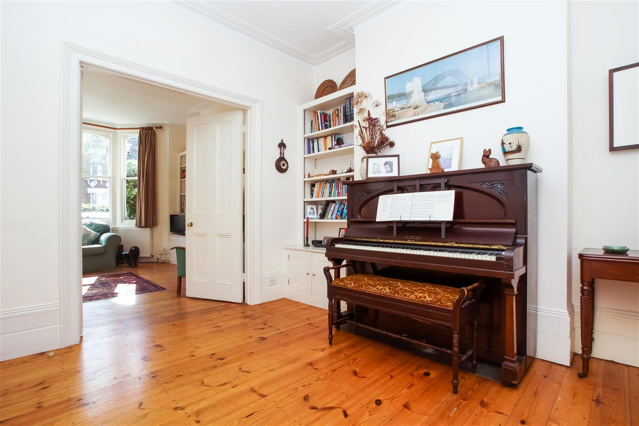 4 bed house for sale in Burghley Road, London 5