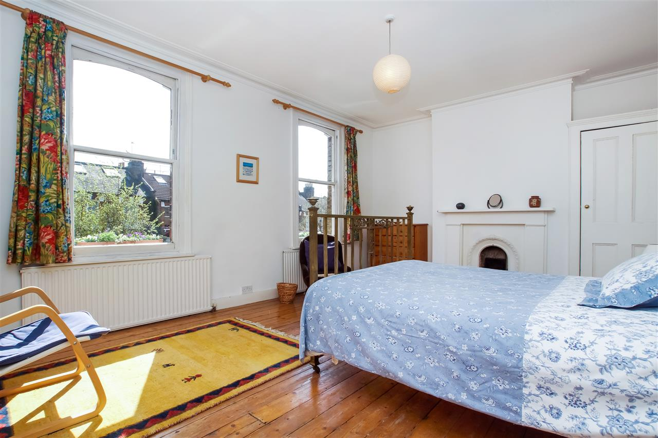 4 bed house for sale in Burghley Road, London 7