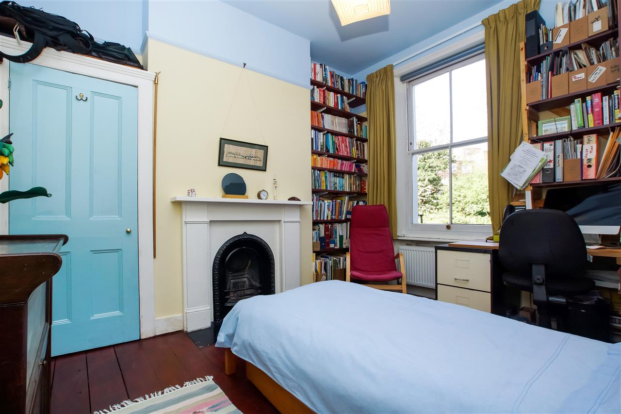 4 bed house for sale in Burghley Road, London 8