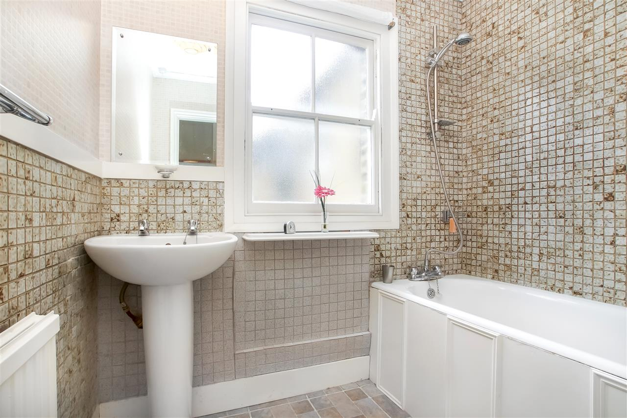 5 bed house for sale in Tytherton Road, London 12