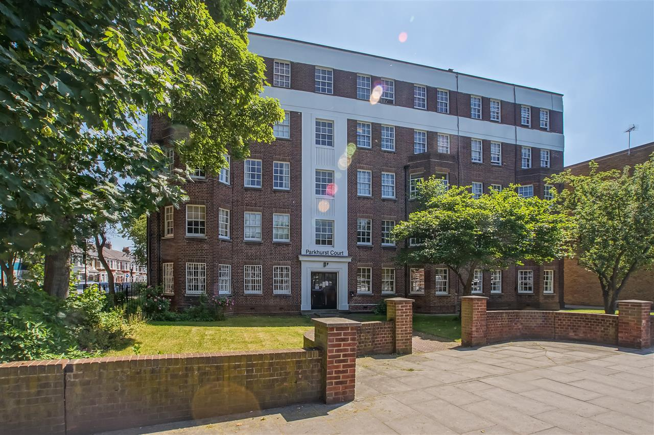 2 bed flat for sale in Parkhurst Court, Warlters Road, London, N7