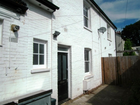 1 bed house to rent in Woodside Cottages, Denmark Terrace, London