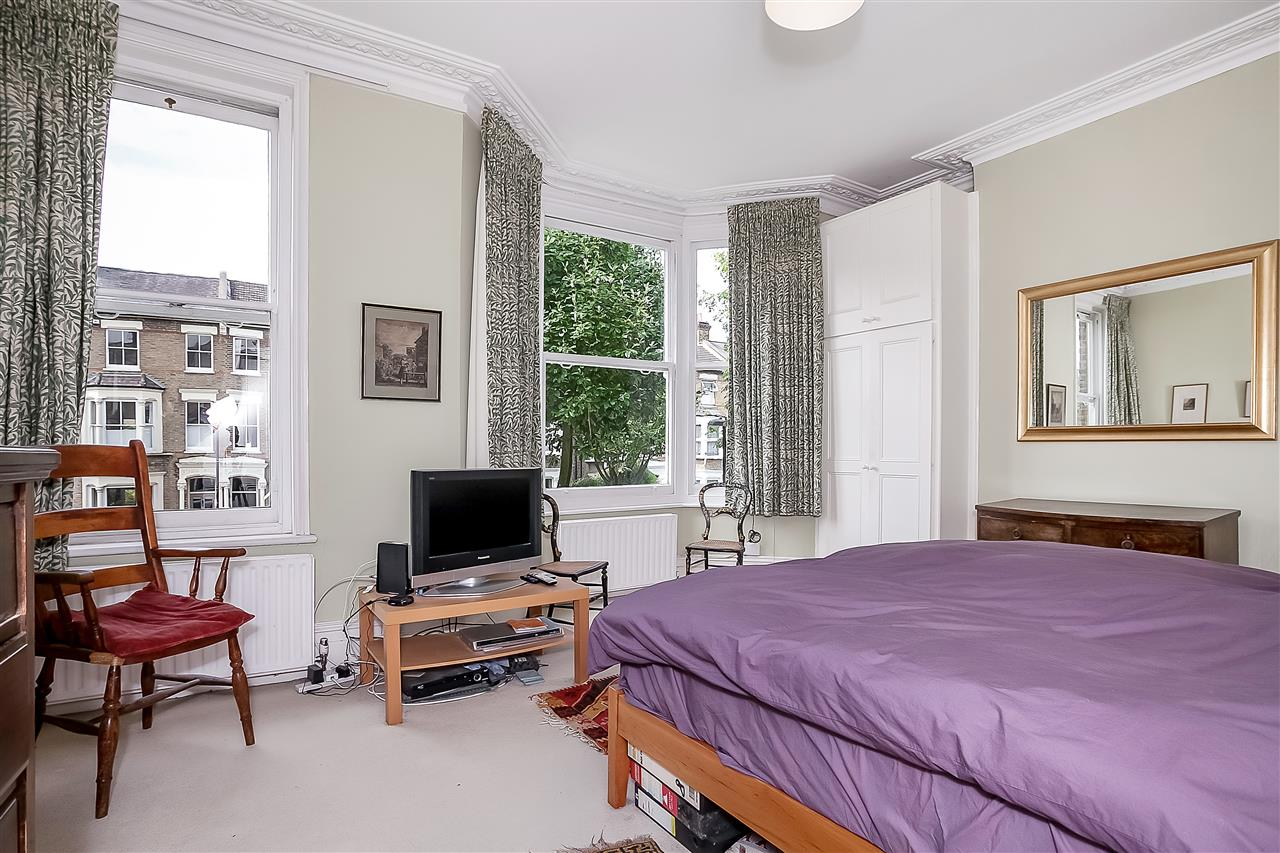 5 bed house for sale in Huddleston Road, London 10